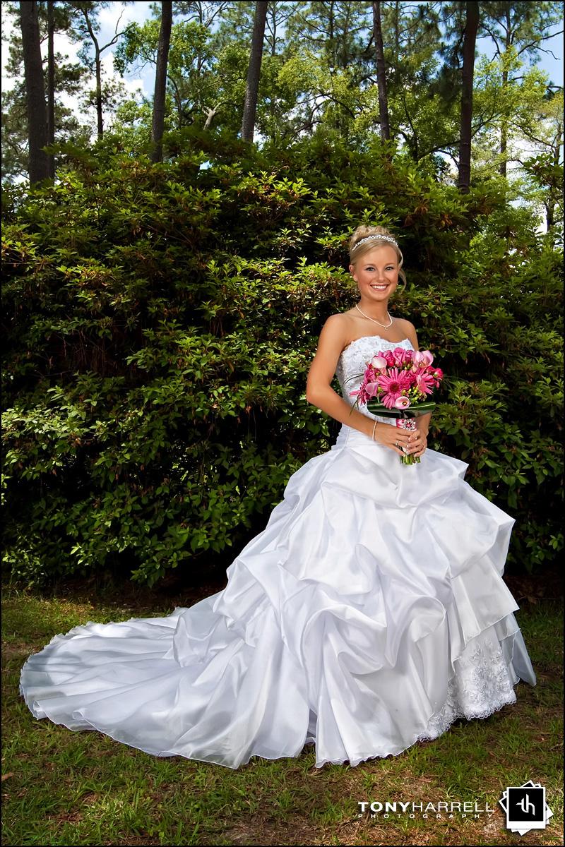Noivas e vestidos deslumbrantes ..penteados ..joiasn ( ou por ai perto ) Laramee_wedding_004